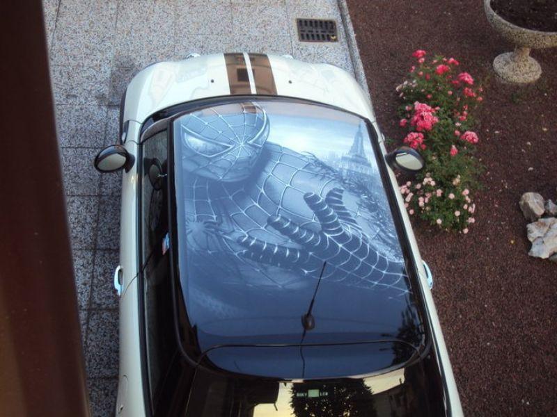 Adesivo per tetto con spiderman realizzato in toni di grigio