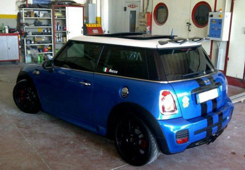 sport stripes nere lucide su r56 con adesivo stile rally laterale