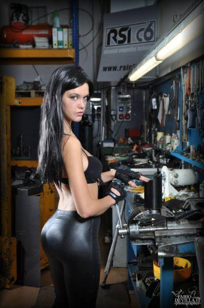 officina RSIc6 con la bella modella Valentina