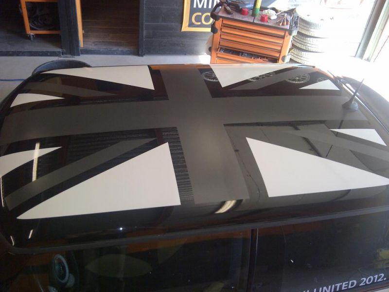 variante della bandiera black/white jack su tetto nero
